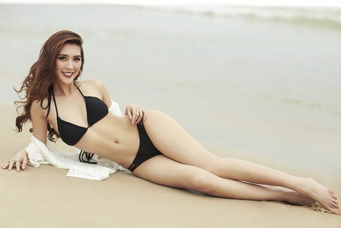 Hoa hậu The Face Tường Linh khoe eo thon dáng đẹp với bikini