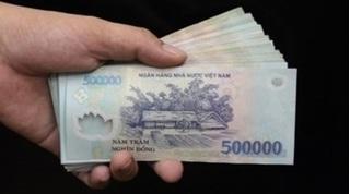 Tạm giữ trung úy công an nhận 50 triệu đồng của tài xế
