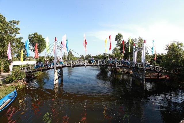 Tân Hiệp Phát tặng 8 cây cầu làm quà Tết cho bà con miền Tây
