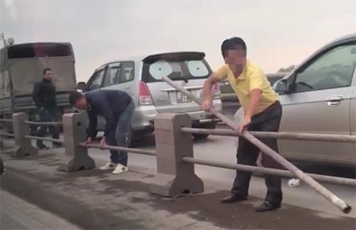 cầu Thanh Trì dải phân cách