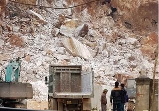 Tai nạn sập mỏ đá ở Nghệ An khiến 3 người thương vong