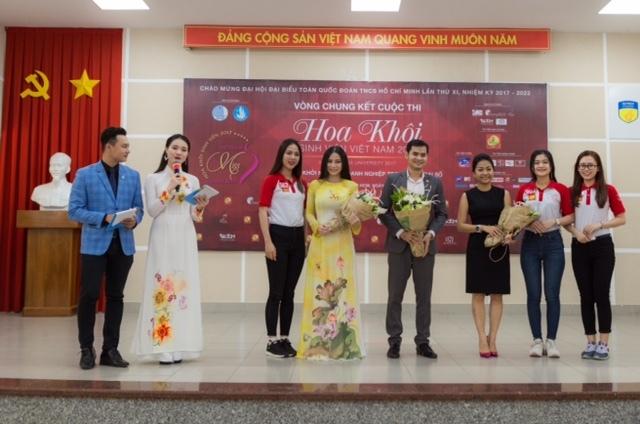 Top 45 Hoa khôi sinh viên giao lưu với tác giả Chuyện nhà Dr Thanh 4