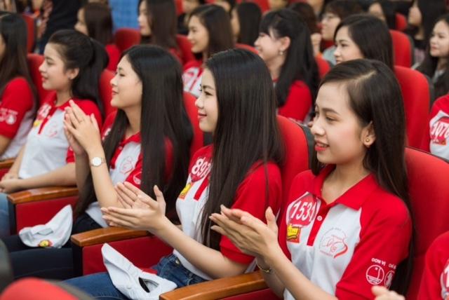 Top 45 Hoa khôi sinh viên giao lưu với tác giả Chuyện nhà Dr Thanh 6