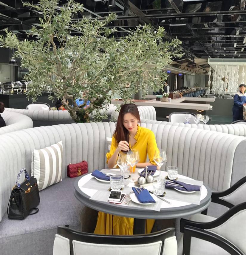Mặc đồ rộng thùng thình, Hoa hậu Đặng Thu Thảo dính nghi vấn mang bầu