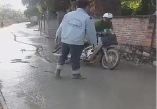 Bức xúc hình ảnh người đi xe máy say rượu