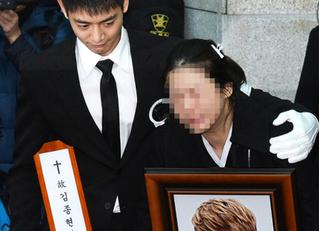 SHINee cùng dàn nghệ sĩ khóc nấc tiễn Jonghyun về với thiên đường