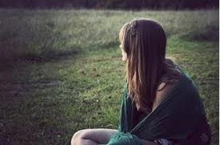 Anh dạy em cách yêu một người, sao không dạy em cách để quên một người