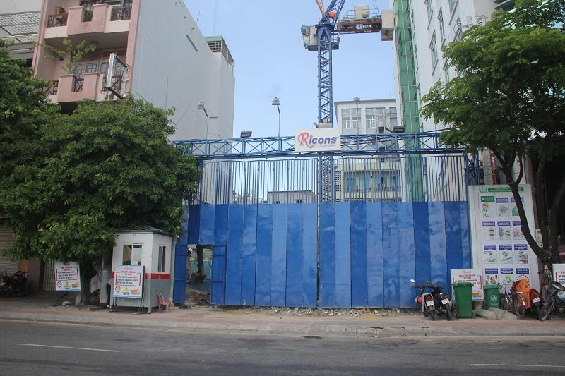 Tại số 86 đường Bạch Đằng hiện đang xây dựng dở dang