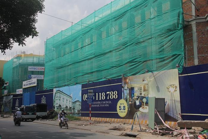 Dự án Phú Gia Compound có địa chỉ trên đường Ông Ích Khiêm. Tại đây đang xây dựng dự án biệt thự cao cấp