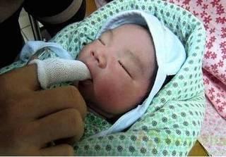 Cách vệ sinh tai, mắt, mũi cho trẻ nhỏ không đau lại rất sạch sẽ