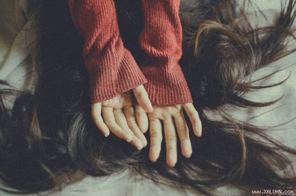 Hãy học cách yêu thương chính mình, quên mối tình không trọn vẹn ấy đi em…