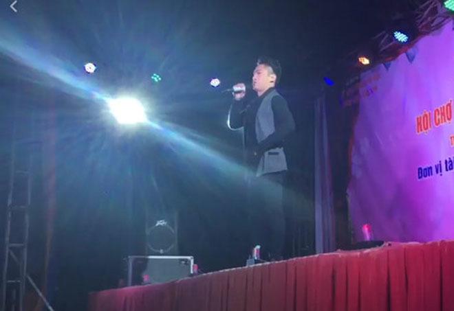 Bị ném đá khi hát hội chợ, Du Thiên đòi đánh nhau trên sân khấu