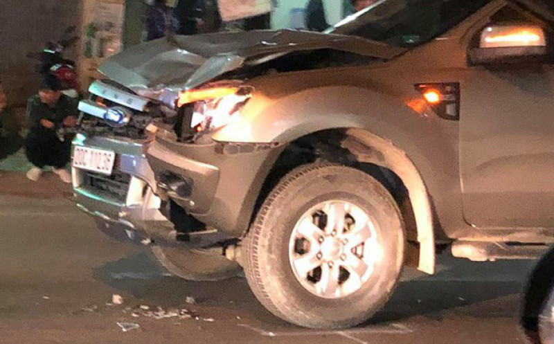 xe bán tải đâm tử vong 4 người đi bộ qua đường