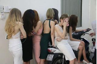 Đột kích quán bar ở Sài Gòn, hơn 60 người dương tính với ma túy