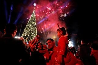 Đêm Giáng sinh lung linh sắc màu rạng rỡ khắp thế giới