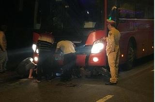 Va chạm với xe khách, 2 công nhân chết thảm đêm Noel