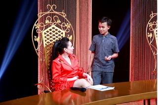 Hồ Văn Cường đến phim trường cổ vũ mẹ nuôi và các chị gái