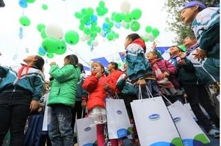 Quỹ sữa vươn cao Việt Nam đem niềm vui đến trẻ em tỉnh Hưng Yên