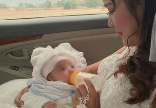 Xúc động: Con gái hơn 1 tháng là phù dâu trong ngày cưới của mẹ