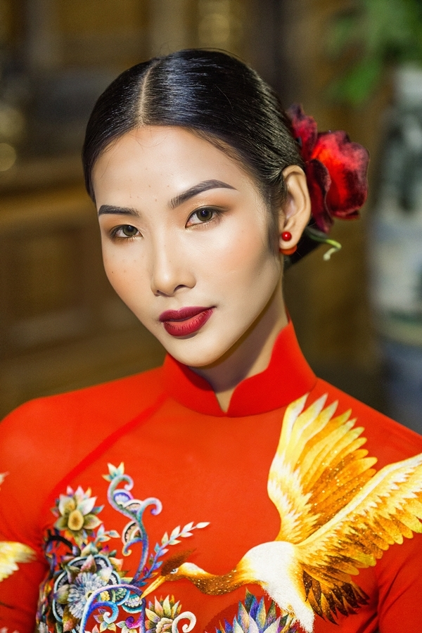 Hoàng Thuỳ Hoa hậu Hoàn vũ Việt Nam