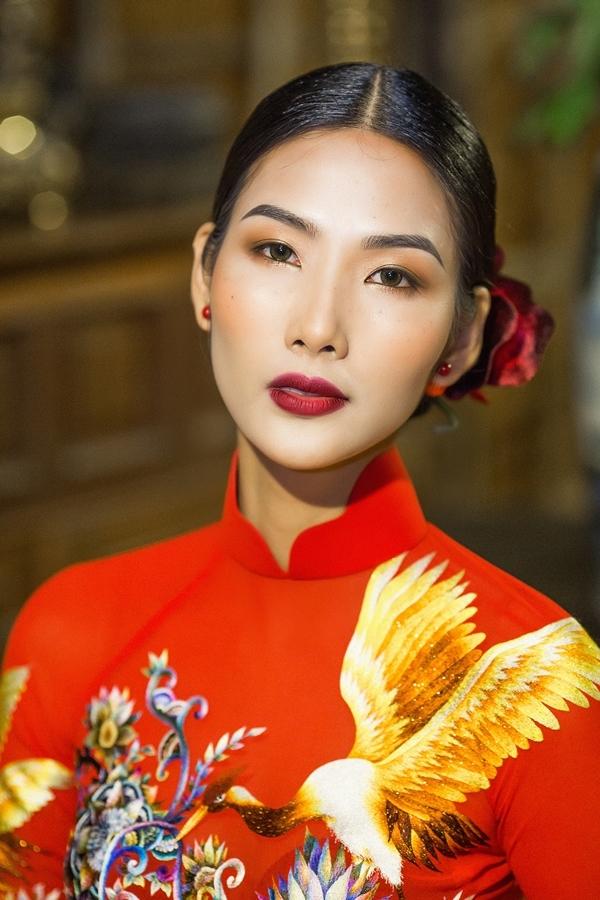 Hoàng Thuỳ Hoa hậu Hoàn vũ Việt Nam 1
