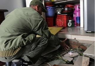 Nền nhà bất ngờ sụt lún tại chung cư, gia đình tá hỏa tháo chạy