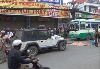Tai nạn kinh hoàng, xe máy chở 3 tông chết người đàn ông ở Sài Gòn