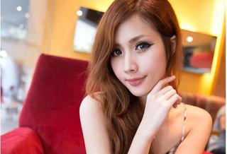 Người mẫu xinh đẹp qua đời sau cơn đau đầu ở quán karaoke