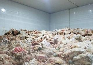 Chứa thực phẩm bẩn, một chủ cơ sở bị xử phạt hành chính 4,5 triệu đồng