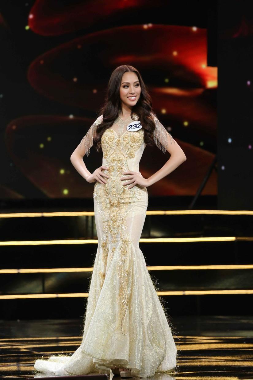 Ngọc Út bỏ thi Hoa hậu Hoàn vũ 2017