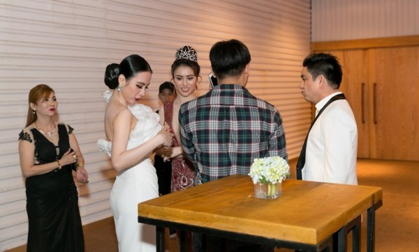 Angela Phương Trinh né tránh khi chạm mặt tình cũ Chiêm Quốc Thái
