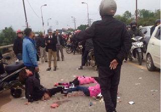 Mẹ gào khóc thảm thiết bên thi thể hai con gái bị xe Samsung cán chết