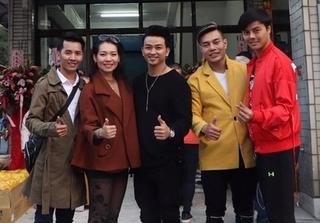 Nhiều nghệ sĩ Việt trao quà từ thiện trong đêm đông giá rét ở Đài Loan
