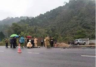 Sẽ khởi tố vụ ô tô tông chết 5 công nhân làm đường, tài xế vẫn trốn