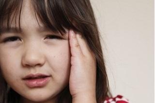 Bác sỹ cảnh báo cha mẹ không tự chữa viêm tai giữa cho trẻ tại nhà