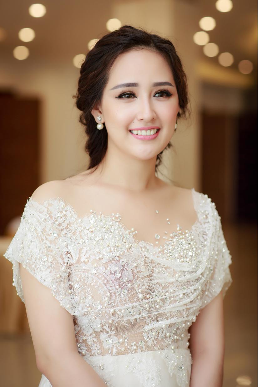 Mai Phương Thuý quyến rũ chấm thi tổng duyệt áo dài Hoa hậu hoàn vũ 2017