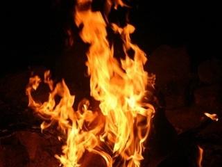 Mâu thuẫn vặt, con trai bất hiếu tưới xăng đốt cha mẹ ruột