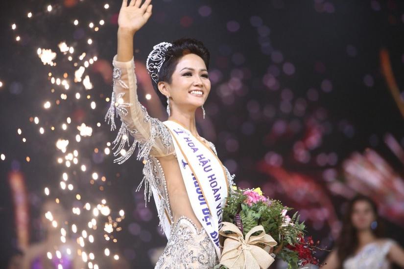 HHen Niê: Từ cô giúp việc không rành Tiếng Việt đến Hoa hậu Hoàn vũ