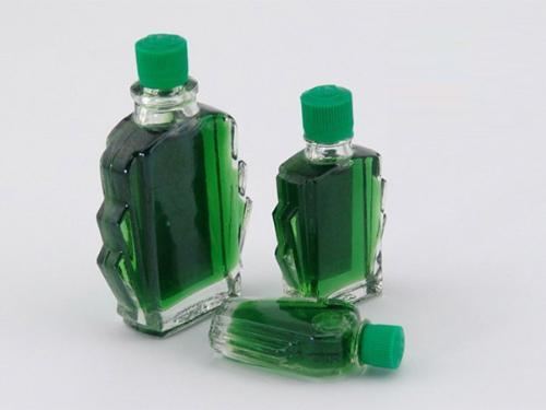 xoa dầu gió mỗi khi đau bụng là thói quen của nhiều người