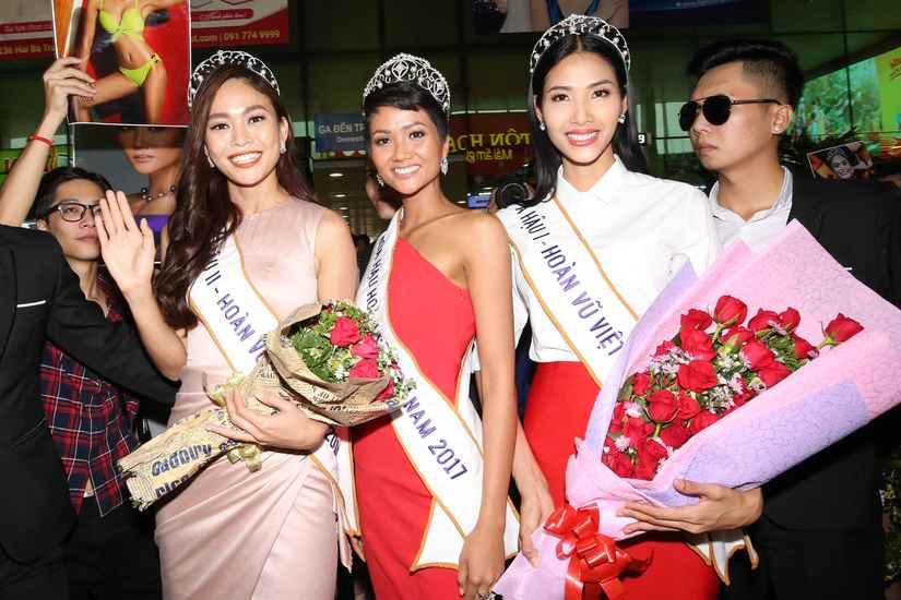 Hoa hậu H'Hen Niê và hai Á hậu rạng rỡ, thu hút tại sân Tân Sơn Nhất 3