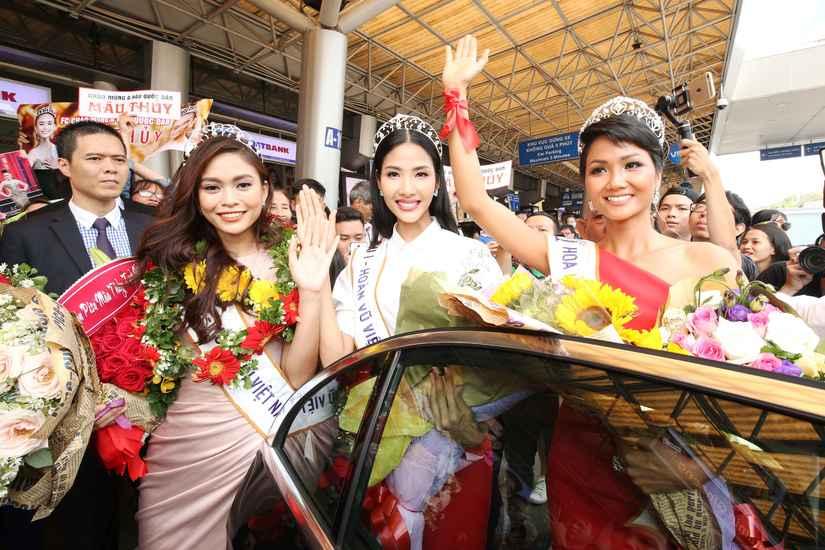 Hoa hậu H'Hen Niê và hai Á hậu rạng rỡ, thu hút tại sân Tân Sơn Nhất 9