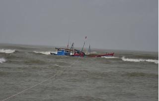 Thanh Hóa: Hai tàu đánh cá bị chìm, 8 ngư dân mất tích