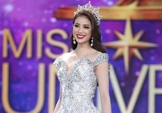 Hoa hậu Phạm Hương – Nữ hoàng váy trắng showbiz Việt