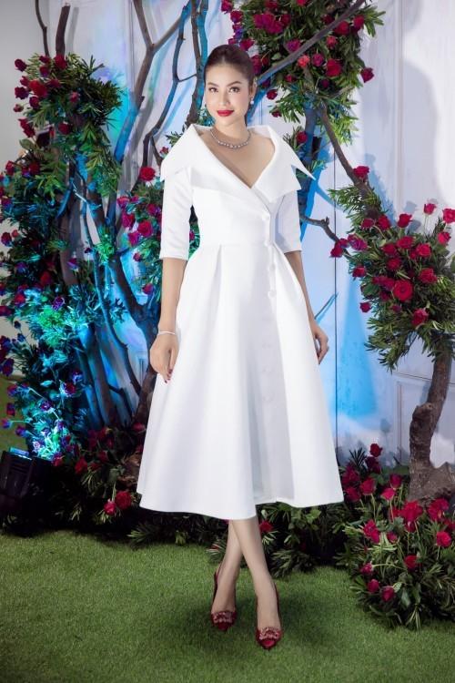 Hoa hậu Phạm Hương – Nữ hoàng váy trắng showbiz Việt 3