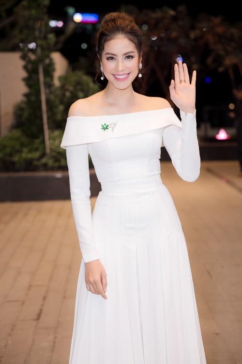 Hoa hậu Phạm Hương – Nữ hoàng váy trắng showbiz Việt 7