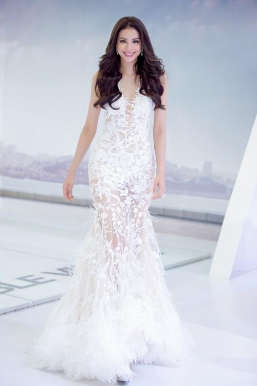 Hoa hậu Phạm Hương – Nữ hoàng váy trắng showbiz Việt 8