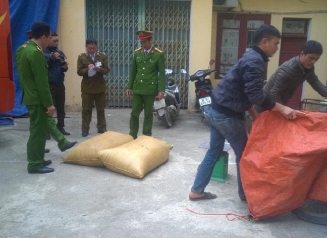Thanh Hóa: Cảnh sát bắt xe khách chở hơn nửa tấn nội tạng bẩn