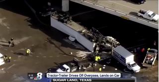Xe container rơi khỏi cầu vượt đè bẹp ôtô con, người phụ nữ thoát chết thần kỳ