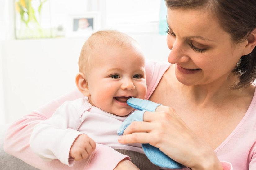 Cách massage giảm đau và món ăn bổ dưỡng cho trẻ khi mọc răng3