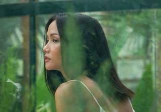 Trái với vẻ bên ngoài cá tính hiện tại, hoa hậu H'hen Niê từng đẹp dịu dàng với tóc dài